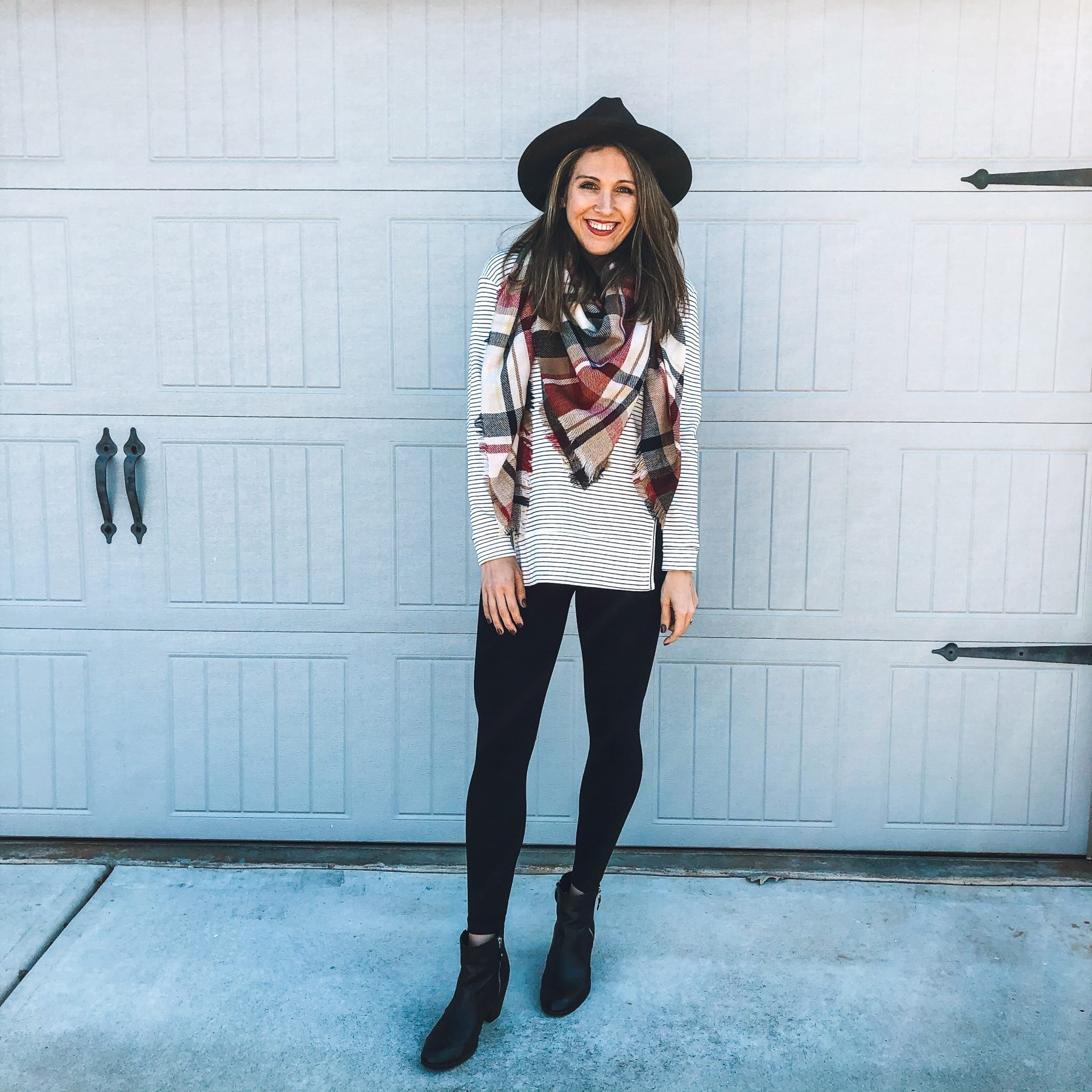 Comfortable & Chic Thanksgiving Day Outfit